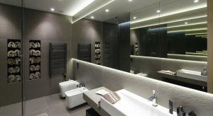 W naszej galerii zebraliśmy dużo zdjęć różnych projektów nowoczesnych łazienek z polskich domów. Jak Wam się podoba taki styl? Widzielibyście go u siebie w domu bądź mieszkaniu? A może wolicie klasyczną estetykę?