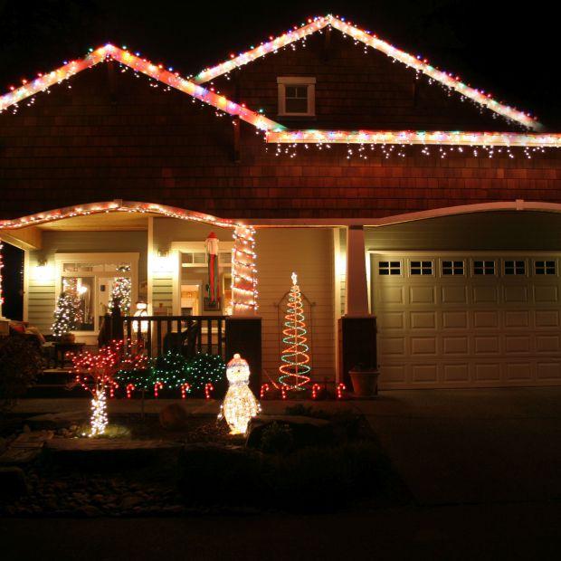 Bożonarodzeniowy blask, czyli jak ozdobić dach na święta