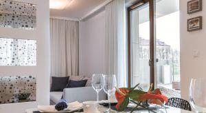Utrzymanie komfortowego mikroklimatu w domu jest szczególnie istotne w zimowe miesiące. Skutecznie pomagają w tym nowoczesne okna. Nie tylko pozwalają one na utrzymanie optymalnej temperatury we wnętrzach, ale również umożliwiają doprowadzenie w