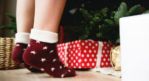 """Został niespełna tydzień do Świąt Bożego Narodzenia. Choinka jeszcze nieubrana? Prezenty niekupione? W mieszkaniu grasuje """"mały skrzat"""", zwany nieporządkiem, a Ty nie wiesz, od czego zacząć?"""