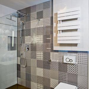 Aranżacja łazienki: postaw na biały grzejnik. Grzejnik Atakama. Fot. Luxrad