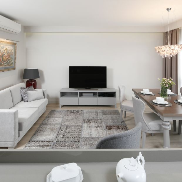 Małe mieszkanie - piękne wnętrze w szarościach