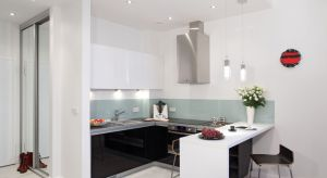 W wielu mieszkaniachnie możemy sobie pozwolić naprzestronnąkuchnię. Dlatego częstym zabiegiem jest projektowanie mieszkania z kuchnią otwartą.
