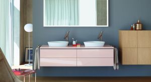 Kolor to jeden z elementów, dzięki któremu pomieszczenie łazienkowe zyskuje indywidualny i niepowtarzany styl. Służy podkreśleniu szczegółu wartego uwagi, ale także sprawdza się w budowaniu atmosfery sprzyjającej odprężeniu i relaksowi.
