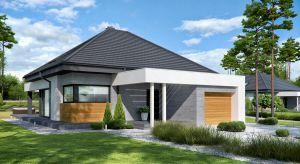 Nowoczesny dom parterowy o powierzchni użytkowej 93,80 mkw + garaż 20,7 mkw został zaprojektowany z myślą o niewielkiej rodzinie (2+1). Zobaczcie projekt i wnętrza!