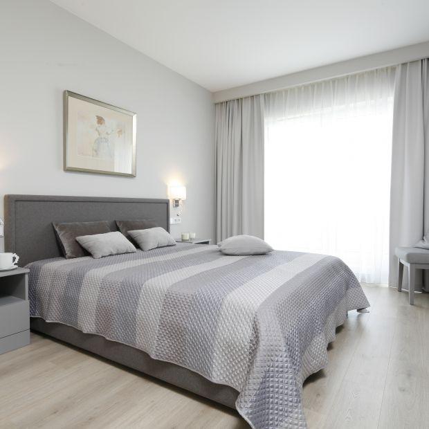 Szara sypialnia - 20 pięknych wnętrz