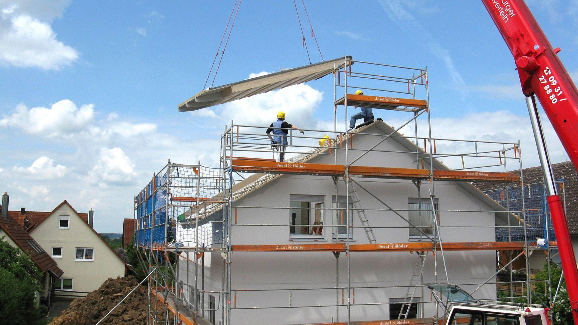 Budowa domu zimą. Jakie prace możemy prowadzić? Fot. Arsanit