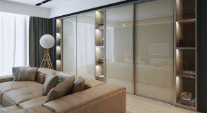 Eleganckie i ponadczasowe fronty uchylne ze szklanymi wypełnieniami to ukłon w stronę najnowszych trendów w projektowaniu zabudowy wnętrz, które łączą minimalistyczny design i nowoczesną funkcjonalność.