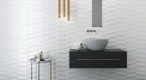 Białe płytki ceramiczne to świetny wybór do łazienek, który pozostanie na czasie przez wiele, wiele lat, umożliwiając drobne modyfikacje wystroju za pomocą dodatków w zmieniających się w zależności od trendów kolorach. Szukacie płytek cera