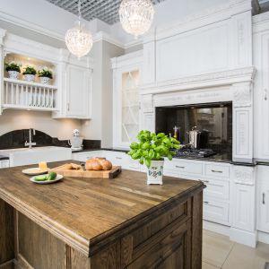Meble w stylu klasycznym: kuchnia Sewilla. Fot. Arino House