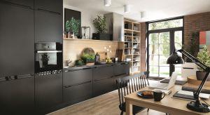 Czerń w kuchni, żywe kolory i opływowe kształty. Tak prezentować się będą modne wnętrza w 2018 roku