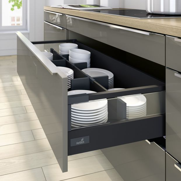 Przechowywanie w kuchni - szuflady na talerze