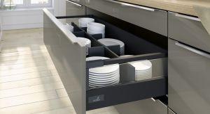 Talerze to obowiązkowy element wyposażenia każdej kuchni, co do tego nie ma żadnej wątpliwości. Jak funkcjonalnie i komfortowo ułożyć je w szufladzie?