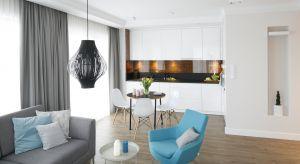 Salon z aneksem kuchennym to coraz bardziej popularne rozwiązanie w projektach nowych mieszkań. Zwłaszcza tych o małym metrażu.