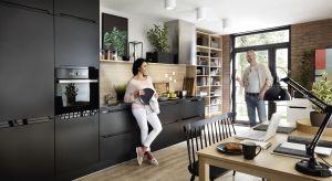 Kuchnia połączona zjadalnią to przestrzeń stylistycznie spójna. Ojej wyglądzie przesądzą meble kuchenne, które staną się znaczącym tłem dla całej aranżacji.