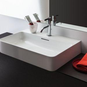 Umywalka nablatowa z serii Val marki Laufen. Fot. Laufen