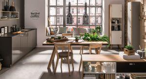 Jadalnia w kuchni sprzyja wspólnemu spędzaniu czasu. O rodzinną atmosferę zadba dobrze wybrany stół.