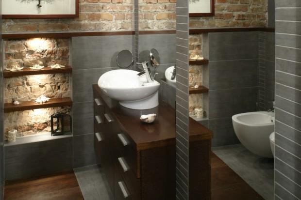 Egzotyczne drewno w łazience. Nie trzeba się go bać!