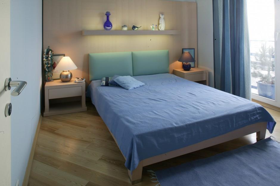 Niebieski pozostaje w...  Mała sypialnia z pomysłem