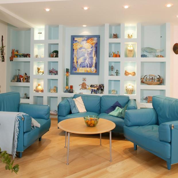 Niebieskie meble w pokoju: pomysł nie tylko na wakacje