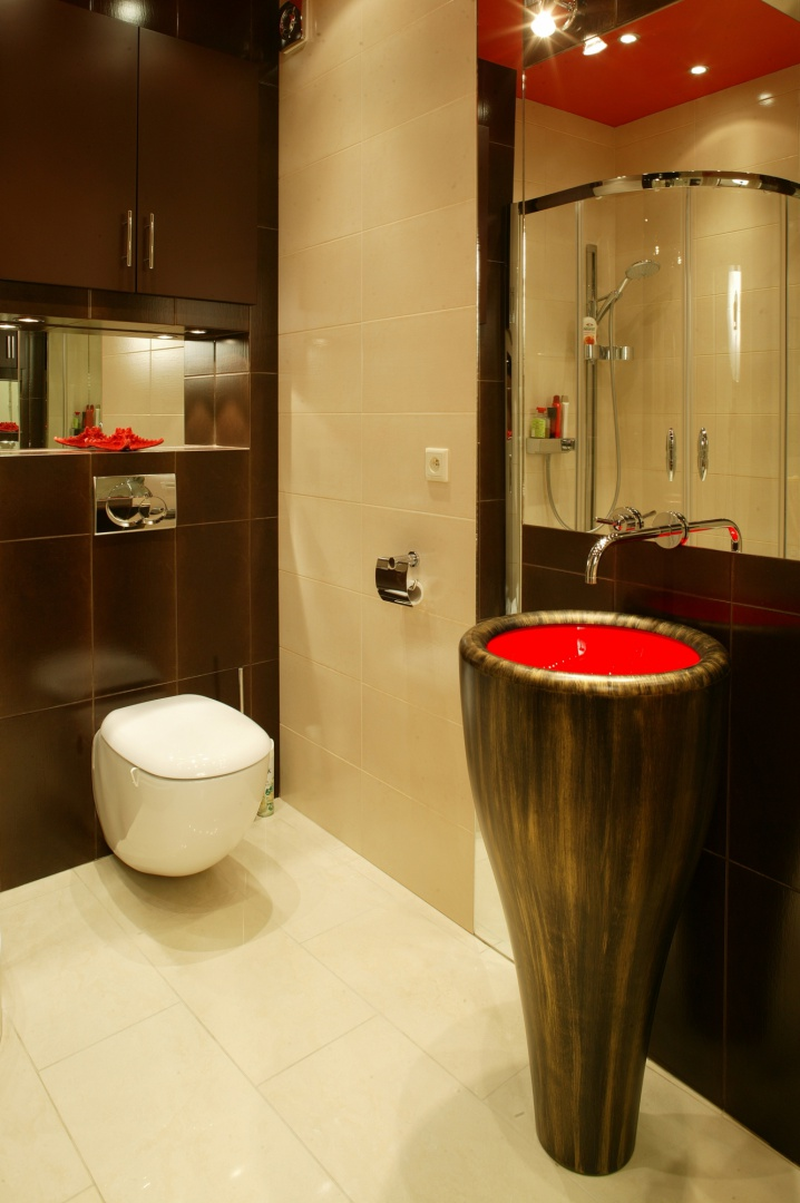 Umywalka, która przypomina tam tam, nieprzypadkowo pochodzi z kolekcji... TamTam (LOGO Design). Fot. Marcin Łukaszewicz.