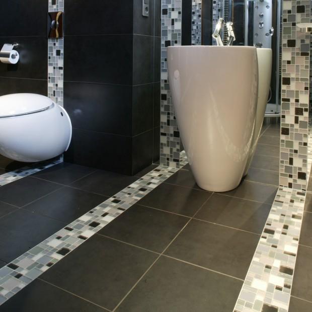 Ciemna łazienka: nie musisz się jej bać!
