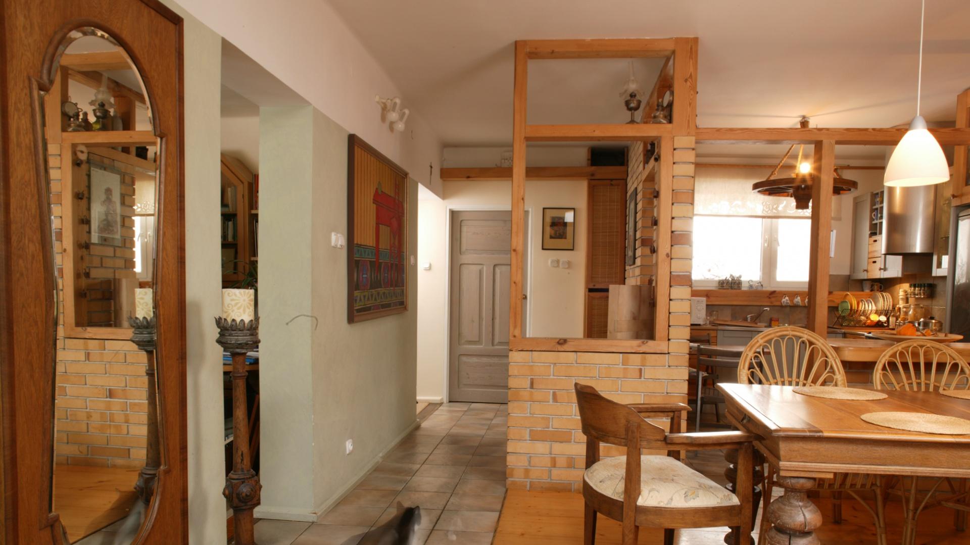 Jadalnia poprzez swoją bliskość z salonem stała się miejscem, w którym gospodyni spędza dużo czasu. Fot. Monika Filipiuk.