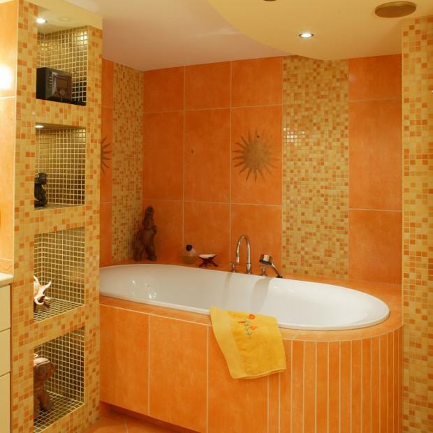 Łazienka w azteckim stylu: złota mozaika i słoneczne motywy