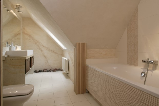 Choć łazienka służy całej rodzinie, jest – co podkreśla pani domu – jej osobistym wnętrzem. Te słowa nabierają specjalnego znaczenia, gdyż właścicielka i architekt to ta sama osoba.
