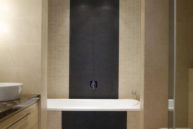 Priorytetem była wanna. Taka, w której kąpiel byłaby czystą przyjemnością i pretekstem do relaksującego odpoczynku. Ale w łazience musiała znaleźć się także kabina prysznicowa...