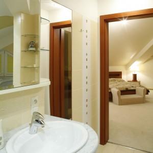 Salon kąpielowy - intymny azyl małżonków - dostępny jest bezpośrednio z ich sypialni. Fot. Monika Filipiuk.