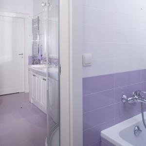 W sąsiadującej z łazienką pralni umieszczona została wygodna wanna. Wnętrze pralni jest równie estetycznie i starannie wykończone jak sama łazienka. Fot. Monika Filipiuk.