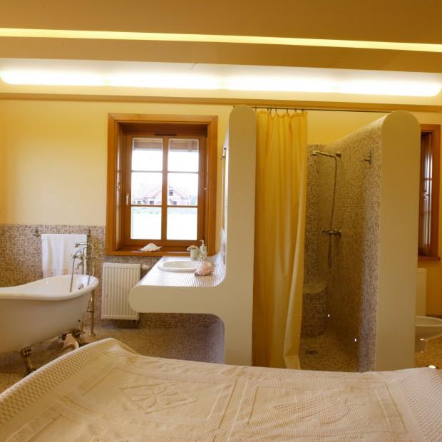 Wanna w sypialni: trafiony pomysł do dużego wnętrza?