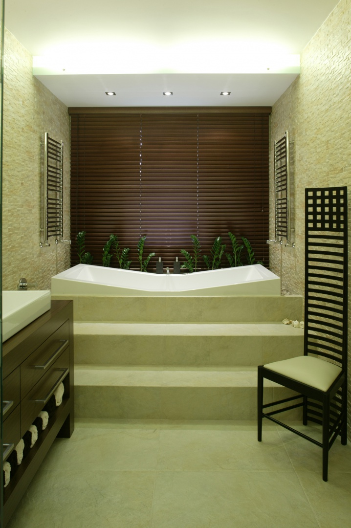 Łazienka ma wszystkie atrybuty salonu kąpielowego. Fot. Bartosz Jarosz.