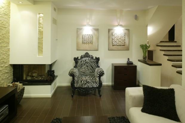 Fotel z motywem zebry: pomysł na oryginalny salon