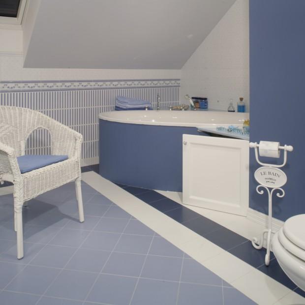 Inspirowana Prowansją: łazienka w błękicie i fiolecie