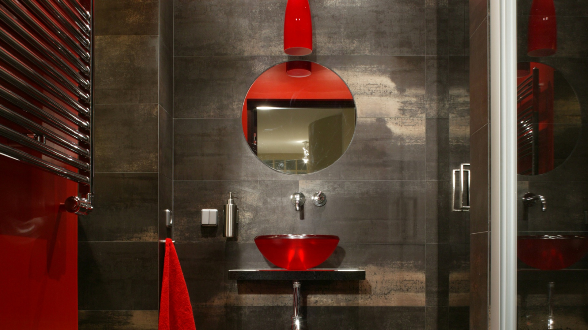 Ożyw łazienkę Mocnymi Kolorami Polecamy Szary I Czerwony