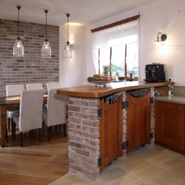 W rustykalnym stylu: cegła i drewno