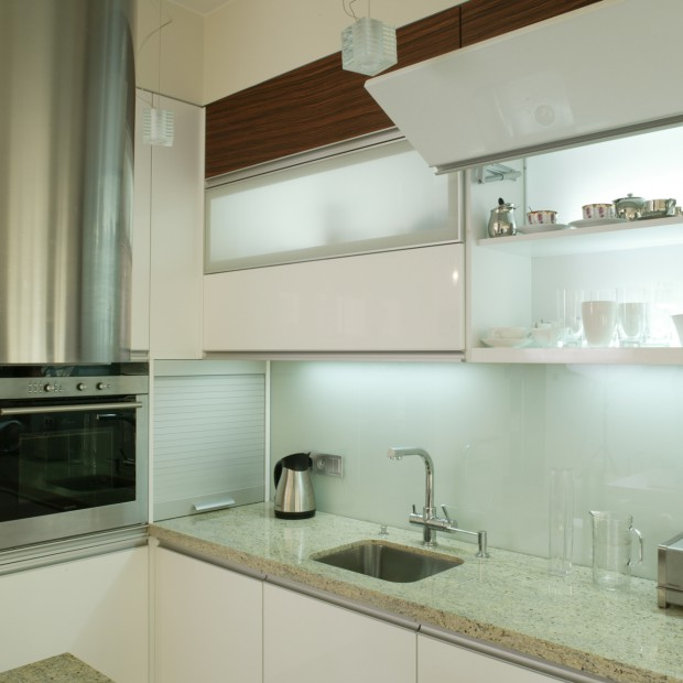 Idealnie biała kuchnia. Aneks kuchenny dla wymagających
