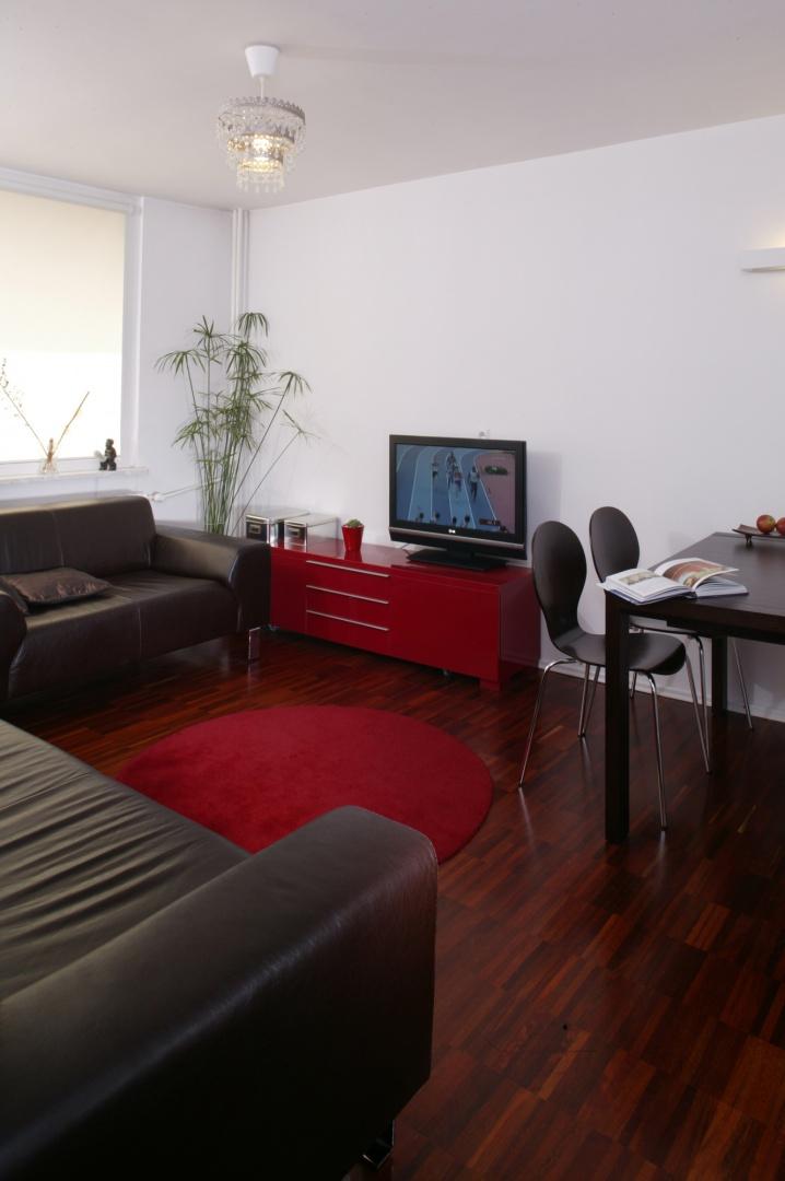 """""""Jestem ekstremalnym minimalistą"""".To wyznanie Piotr Stanisz urzeczywistnił projektując własne mieszkanie."""