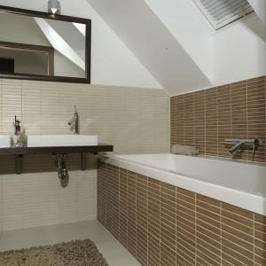 """Nowoczesna i minimalistyczna jest też łazienkowa armatura z kolekcji """"Axor Starck Classic"""" firmy Hansgrohe. Baterie są nie tylko piękne, ale i łatwe w obsłudze. Fot. Monika Filipiuk."""