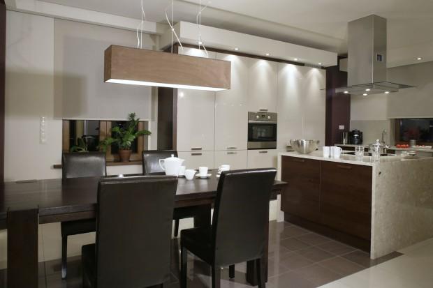 Wybierz wysoką zabudowę zamiast górnych szafek w kuchni