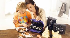 Po pierwsze – smakołyki. Po drugie – zabawa w gotowanie z mamą i tatą