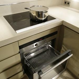 Strefę gotowania i pieczenia wyposażono w sprzęty AGD marki Siemens. Fot. Bartosz Jarosz.