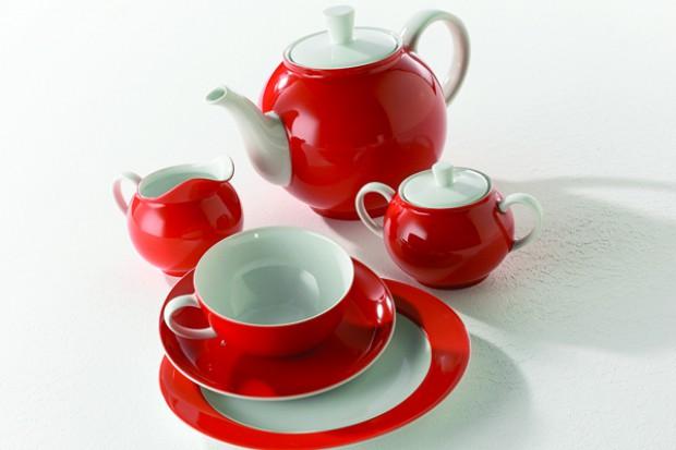 Smakuje i w pojedynkę, i w większym gronie, przy ploteczkach, lekturze i marzeniach; czarna, zielona i owocowa, z cukrem, plasterkiem cytryny i mlekiem. A rangę rytuału picia herbaty podnosi elegancka zastawa.