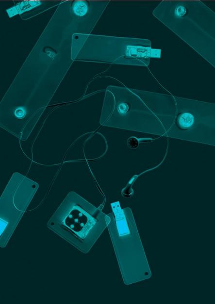 """0%, projekt Marty Niemywskiej, neguje dominujący dziś sposób rozumienia designu jako sztuki udziwniania i bezrefleksyjnego podrażania rzeczy, nie licząc się z negatywnymi wpływami chociażby na środowisko naturalne. Odtwarzacz MP3, pamięć przenośna i inne produkty elektroniczne pozbawione są """"projektowego tłuszczu"""" i """"widzimisię"""". Są tylko tym, czym muszą być."""