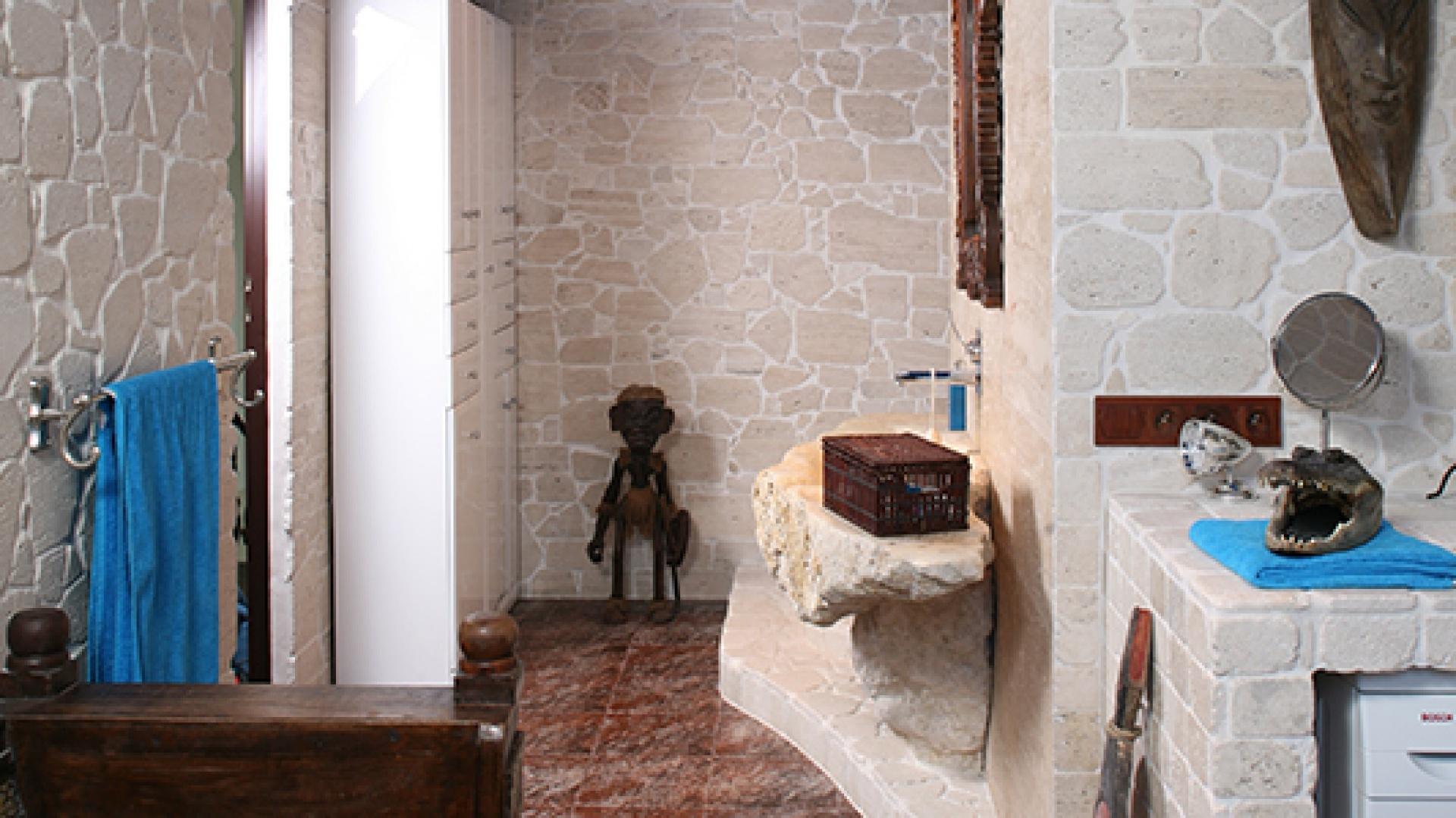 Trawertyn Na ścianach łazienki Pomysłowa Aranżacja