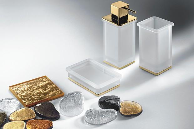 Złota łazienka: szlachetny i modny kolor złota