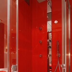 Prysznic tworzą: kabina Niven (Koło) i bateria prysznicowa Cube (Tres). Fot. Bartosz Jarosz.