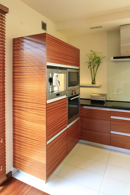 Nie tylko fronty, ale także...  Kuchnia w drewnie. Ciepła i nowoczesna